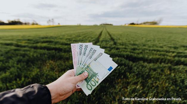 Biden pagará a los agricultores para que almacenen carbono en sus suelos